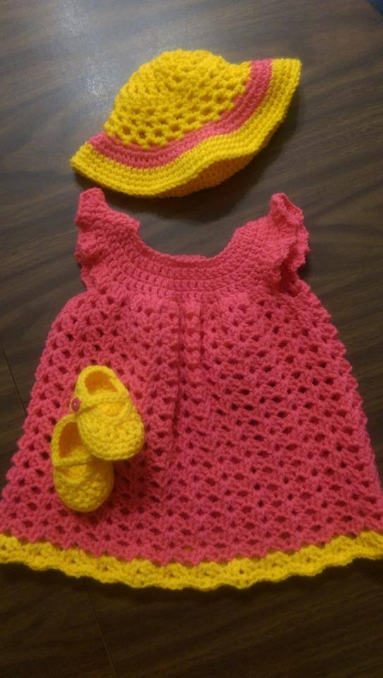 New Free Crochet Pattern Babys First Mary Jane Booties Yarnwars